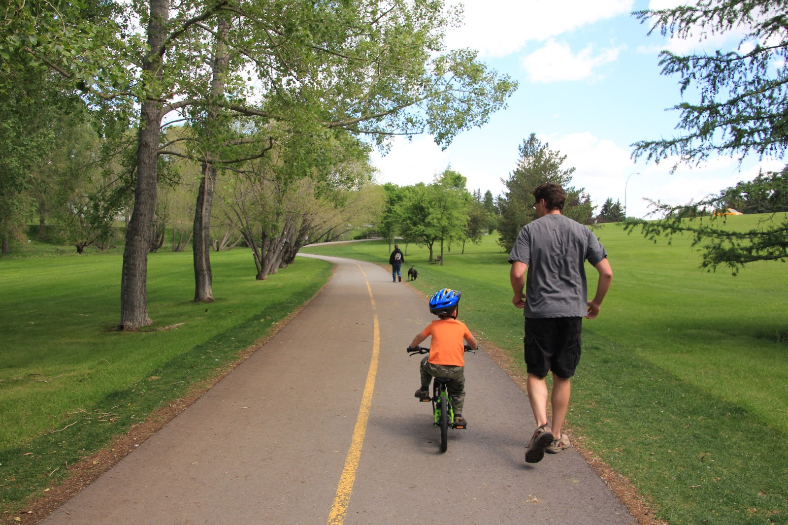 Family Bike Paths in Calgary - Confederation park