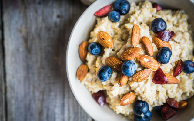 foods that will make you happy, oatmeal