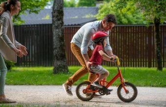 How to teach a kid to ride a bike - SavvyMom