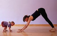 Mom_with_toddler_doing_yoga
