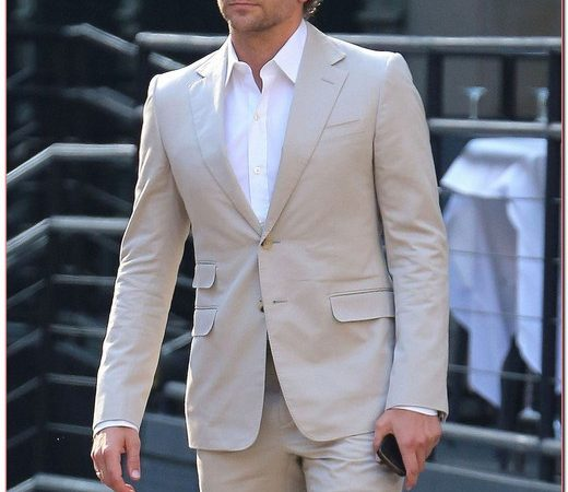 Bradley Cooper Waiting For His Driver In New York