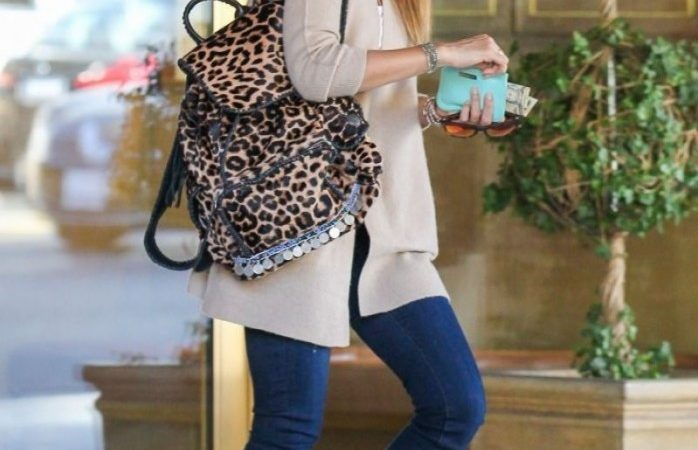 jessica-alba-street-style-out-in-west-hollywood-january-14-2014_4-698x1024
