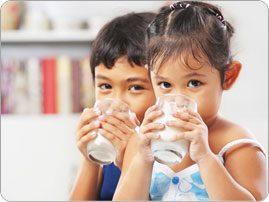 Kids_drinking_milk_BRAND_PHO_EN