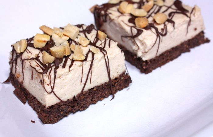 Peanut-Butter-Chocolate-Cheesecake-Protein-Bars_2