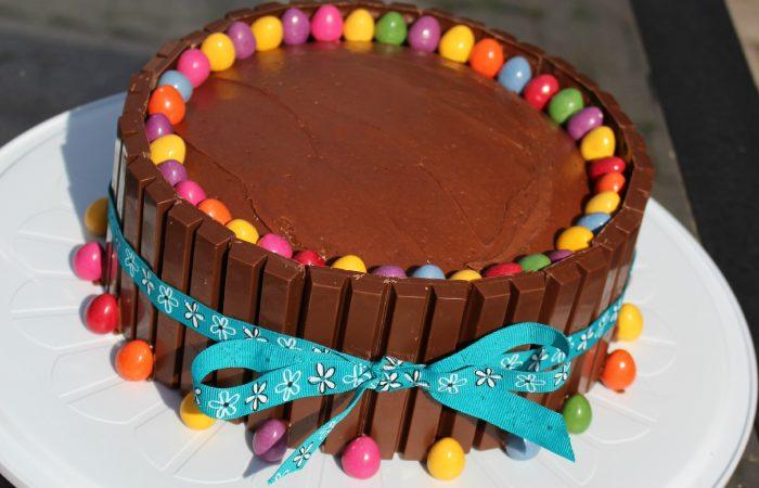 Easter-cakes-kit-Kat-cake