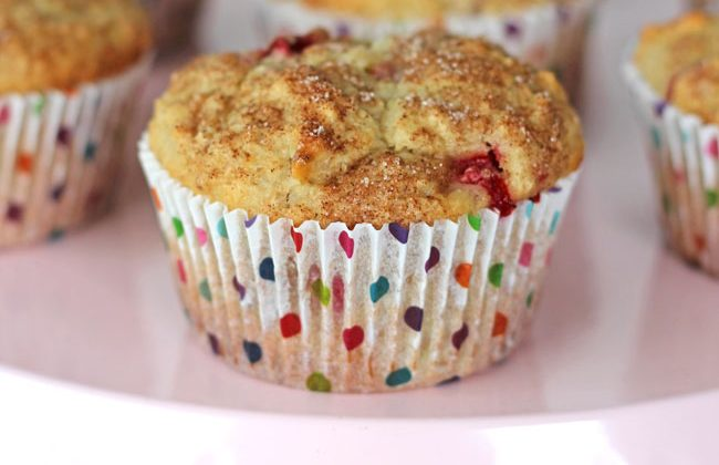 Strawberry-Rhubarb-Oatmeal-Muffins-2A-Pretty-Life