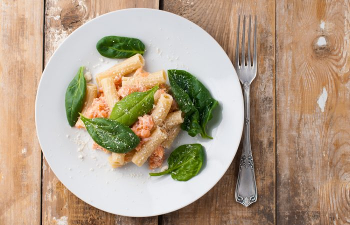 rigatoni_with_salmon_and_baby_spinach