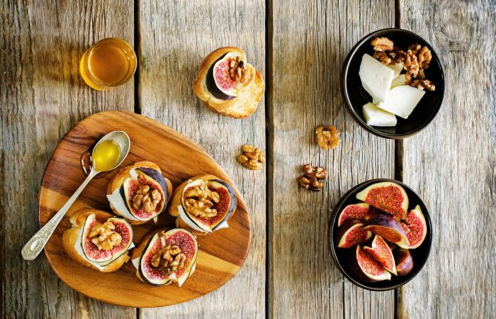 recipe_fig_honey_amp_walnut_crostini