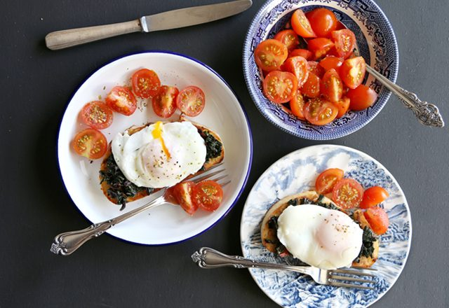 recipe_poached_eggs_amp_spinach_on_toast_with_tomato_salad