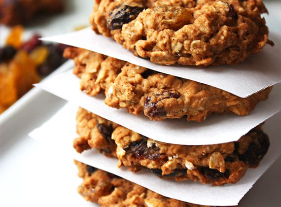 Healthy-Outrageous-Oatmeal-Cookies_1
