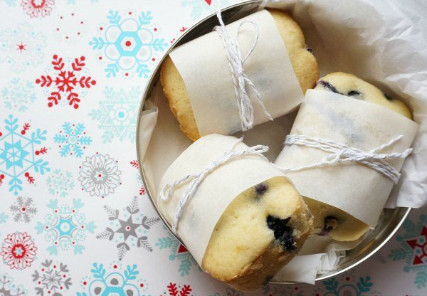 lemon-blueberry-loaf-in-tin-with-white