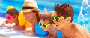Happy-family-in-the-pool-havi-505-300x126