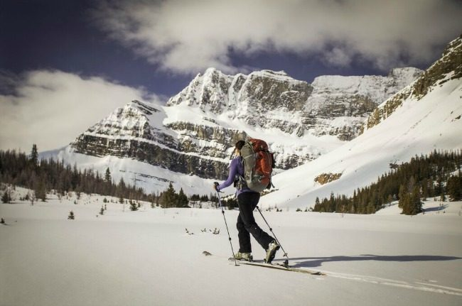 Cross-country-skiing-in-mountains
