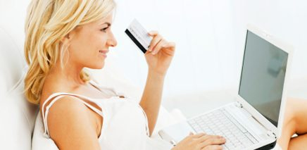 woman_shopping_online