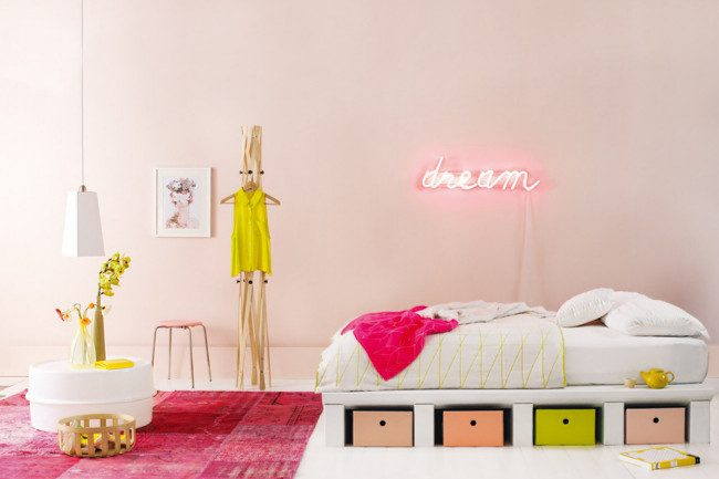 pink-neon-girls-room