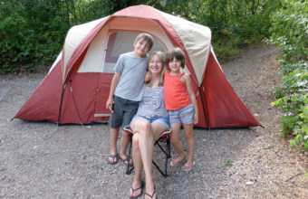happy-family-camping