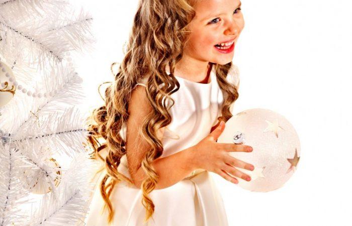 Teaching-Kids-the-Christmas-Spirit-of-Giving-767x1024