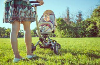 mom_pushing_stroller_0