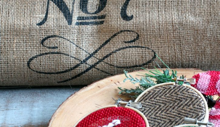 MINI-EMBROIDERY-HOOPS-WITH-BURLAP