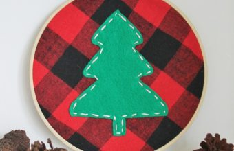 DIY-Tree-Holiday-Hoop-Using-A-Plaid-Shirt-682x1024