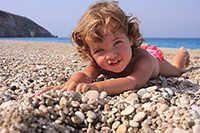 Child_on_pebble_beach