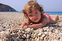 Child_on_pebble_beach