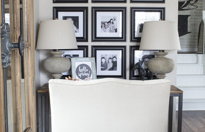 how-to-decorate-with-family-photos-2