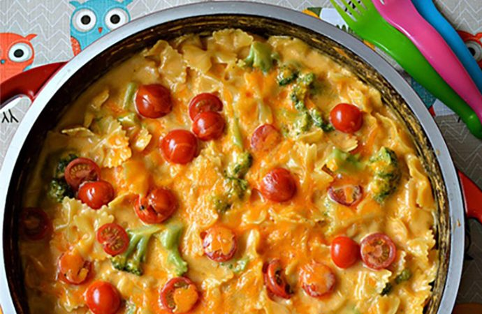 One-Pot Cheesy Pasta with Broccoli and Cherry Tomatoes