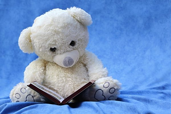 6 benefits to reading at bedtime PHOTO
