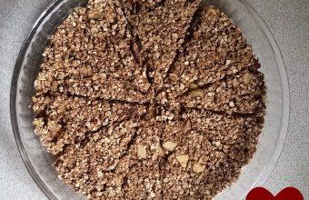 Apple-cinnamon-granola-bar-recipe-Microwave-recipe-via-www.parentclub.ca_
