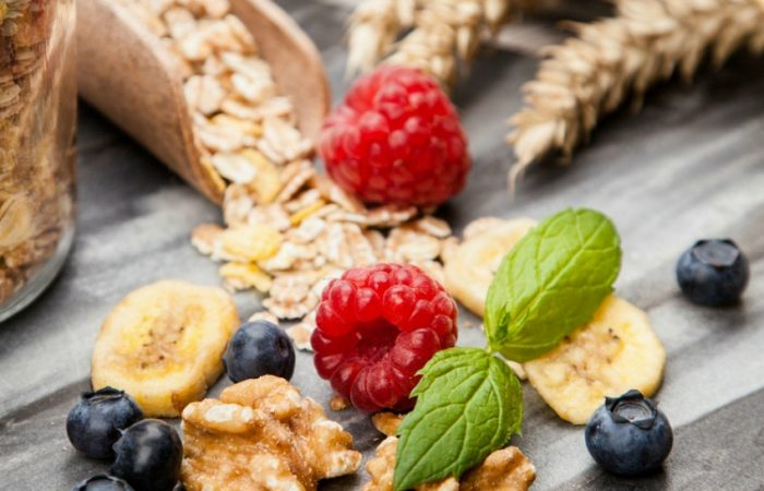 5 Simple and Healthy Snacks your kids will love to eat feature