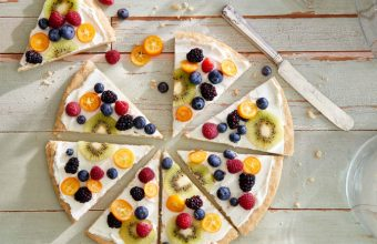 fruity cookie pizza
